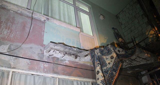 Beyoğlu'nda bir evin balkonu çöktü: 3'ü çocuk 5 yaralı
