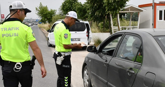 Çorlu'da polis sürücülerin bayramını kutlayıp, uyardı