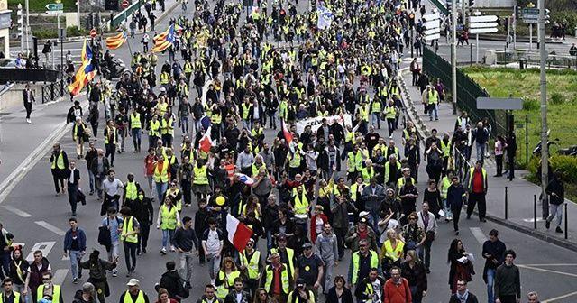 Fransa'da sarı yelekliler sokaklarda