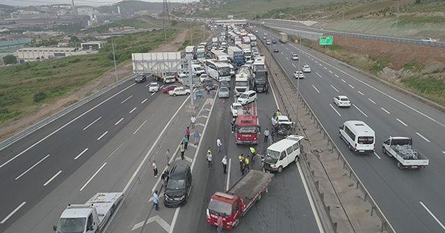 Kocaeli TEM'de zincirleme kaza, trafik durdu