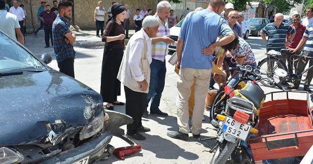 Motosikletlinin ayağı koptu: Feci kaza kamerada