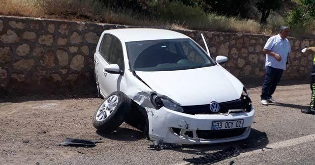 Otomobil istinat duvarına çarptı