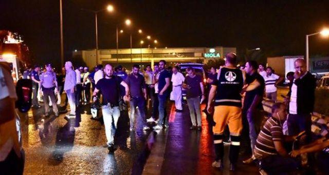 Otoyolda zincirleme trafik kazası: Çok sayıda yaralı var
