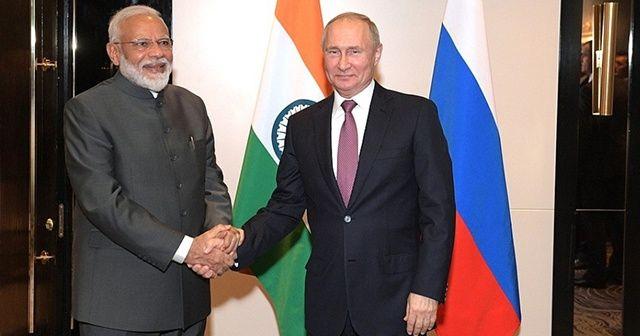 Putin, Modi ile bir araya geldi