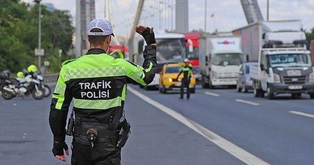 """Validen sürücülere uyarı: """"Trafik kurallarına uyalım, uymayanları uyaralım"""""""