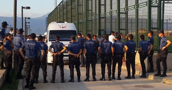 Amatör küme maçı karıştı, hakemleri polis çıkardı
