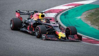 Avusturya'daki yarışı inceleme sonunda Verstappen kazandı