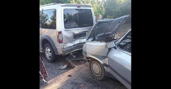 Denizli'de otomobil ile hafif ticari araç çarpıştı: 3 yaralı