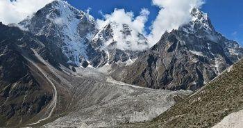 Everest'ten 11 ton çöp toplandı