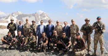 Hakkari Valisi, 3 bin 450 rakımda jandarmanın kuruluş yıl dönümünü kutladı