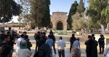 İsrail polisi Mescid-i Aksa'dan Müslümanları çıkarıp Yahudileri soktu