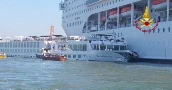 İtalya'da yolcu gemisi turist teknesine çarptı