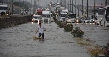 İzmir-Ankara yolu kuvvetli sağanak nedeniyle ulaşıma kapandı