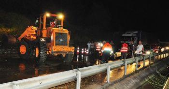 Manisa-İzmir yolunda heyelan
