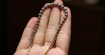 Yerde bulduğu 20 bin TL değerindeki mücevheri alıp kayıplara karıştı