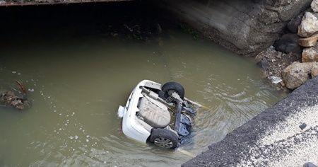 Bolu'da otomobil dereye düştü: 3 ölü