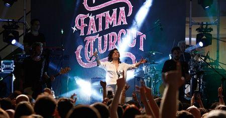 Fatma Turgut binlerce hayranıyla birlikte 'Yaza merhaba' dedi