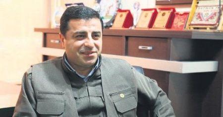 Terör suçlarından yargılanan Selahattin Demirtaş'ın tutukluluğunun devamına karar verildi