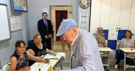 Ünlü yönetmen Türker İnanoğlu oyunu kullandı