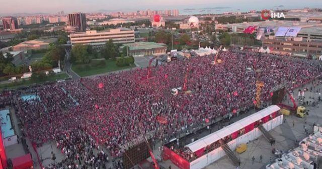 Atatürk Havalimanı'ndaki yoğunluk havadan görüntülendi