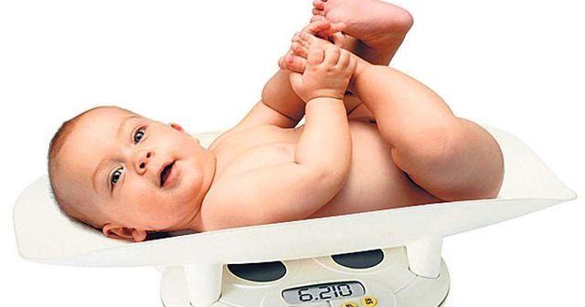Bebekler ayda kaç kilo almalı, Bebekler ilk ay kaç kilo alır?