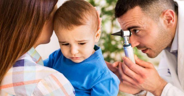 Bebeklerde kulak ağrısı neden olur? Bebeklerde kulak ağrısına ne iyi gelir?