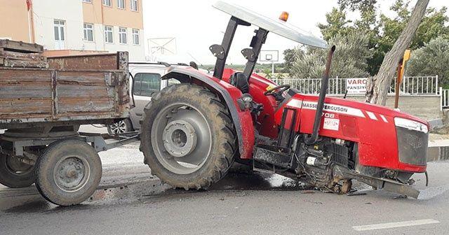 Çanakkale'de traktörle işçi minibüsü çarpıştı