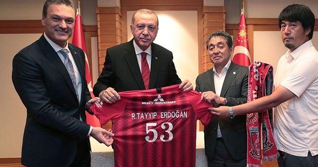 Cumhurbaşkanı Erdoğan'a Japonya'da sürpriz hediye