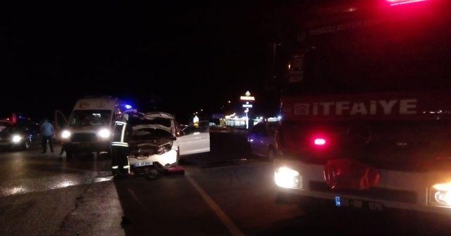 Denizli'de 2 otomobil çarpıştı: 4'ü çocuk, 11 yaralı