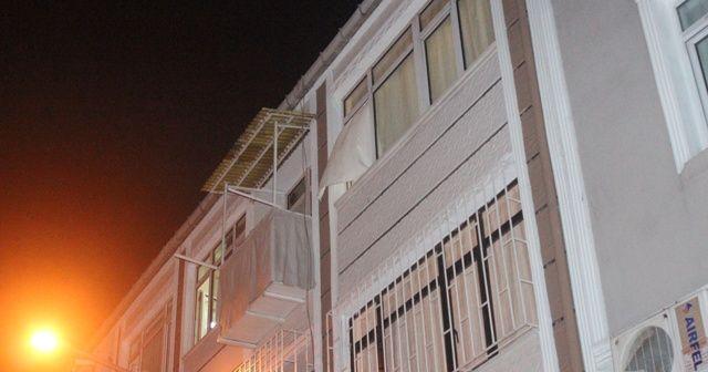 Fatih'te bir dairede elleri ayakları bağlı erkek cesedi bulundu