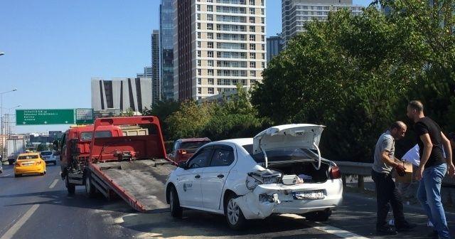 Hafriyat kamyonundan yağ aktı, 4 araç kaza yaptı