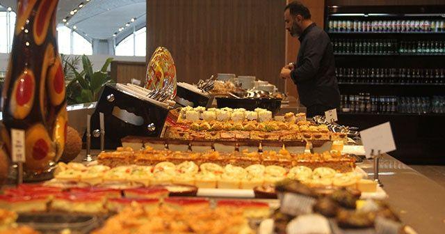 İstanbul Havalimanı'nda yolcuların lahmacun ve sarma keyfi