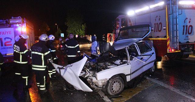 Kocaeli'de 2 otomobil kafa kafaya çarpıştı: 2'si çocuk 5 yaralı