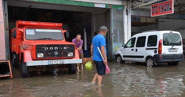 Ordu'da sağanak yağış hayatı olumsuz etkiledi