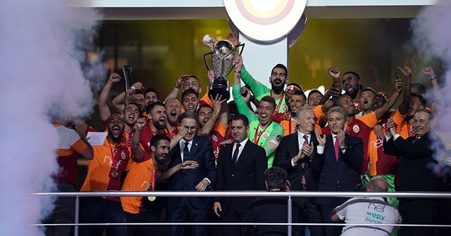 Şampiyon Galatasaray sahaya iniyor