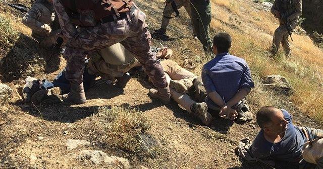 Teröristlerin yakalanma anına ait yeni fotoğraflar ortaya çıktı