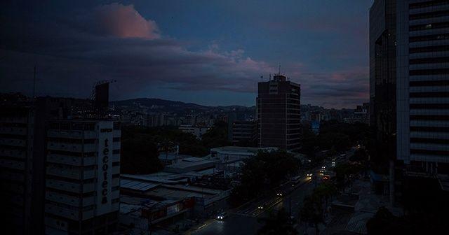 Venezuela karanlığa büründü!