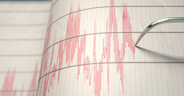 Yunanistan'da deprem! Halk binaları boşalttı