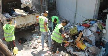 20 ton çöp çıkan evden bu kez 10 kamyon çöp çıktı