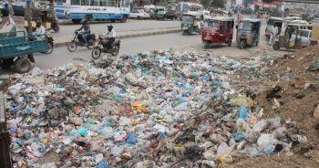 25 milyonluk şehir çöp dağlarıyla boğuşuyor
