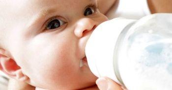 Bebeklere ne zaman su verilir, Mamanın suyla seyreltilmesi uygun mudur?