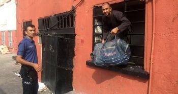 Devriye polislerinin dikkati 35 kaçağı yakalattı