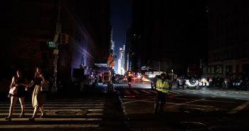 New York karanlığa gömüldü