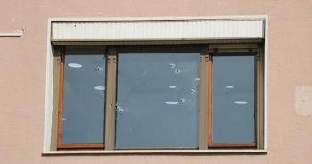 Pendik'te bir binaya silahlı saldırı