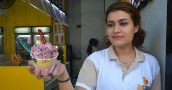 Sıcaktan bunalanlar Tayland usulü tava dondurmaya sarılıyor