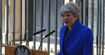 Theresa May veda etti