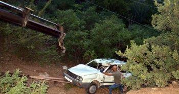 Uçuruma düşen otomobilden atlayarak kurtuldu