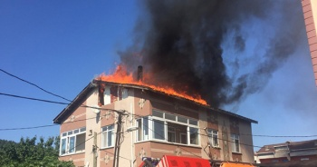 Ümraniye'de korkutan çatı yangını