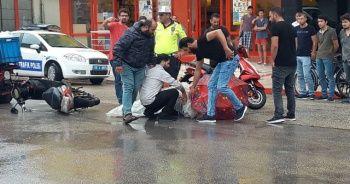 Yaralının yardımına poşetle ve şemsiyeyle koştular