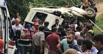 Yolcu minibüsü devrildi: 5 ölü, 6 yaralı